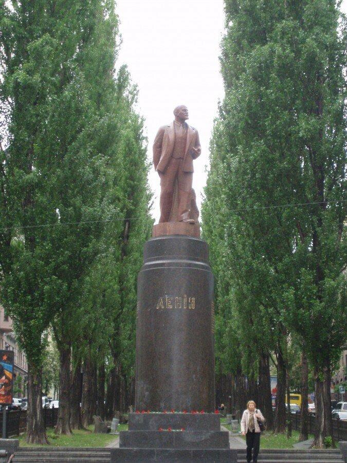 """Ленин (до и после """"Евромайдана"""")."""