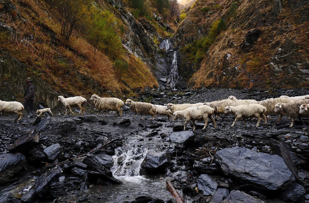 5. Восхождение на перевал Абано (2850 м) — опасное дело. (Фото Amos Chapple | Radio Free Europe | Ra