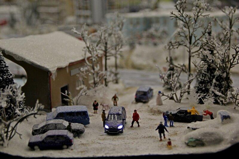 Гранд макет: снежные завалы. Машины буксуют, приходится выталкивать