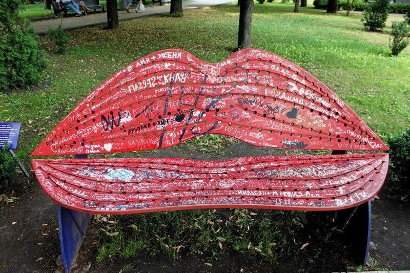 Лавочка-целовалочка в Хрещатом парке