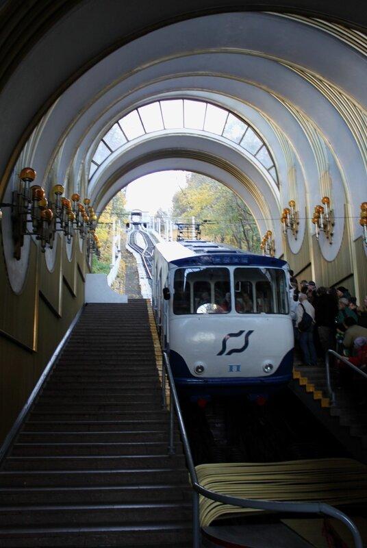 Правый вагон фуникулера на нижней станции