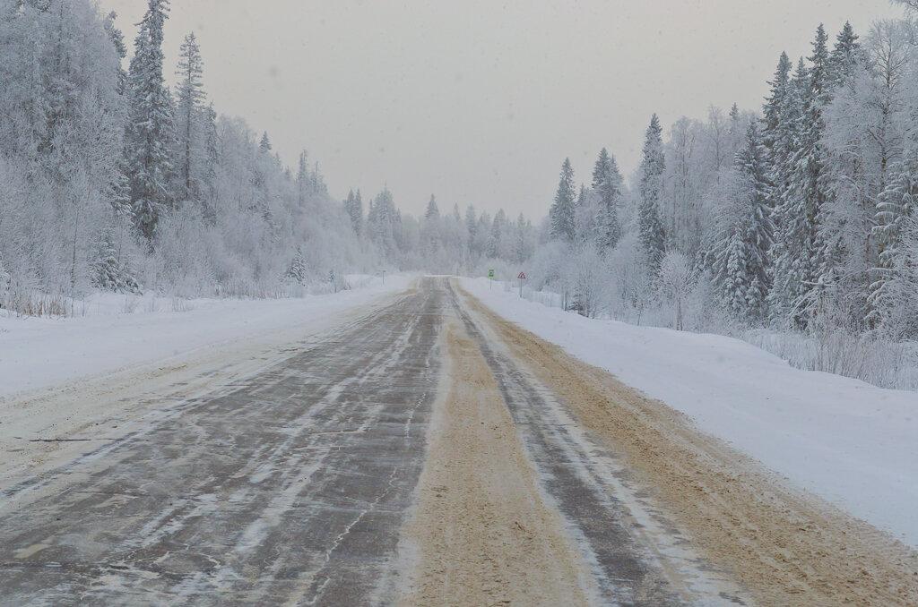 Фото 7. Белое безмолвие. Так выглядят дороги в Пермском крае зимой. Пейзаж на Nikon D5100 с зумом Nikon 17-55mm f/2.8G.