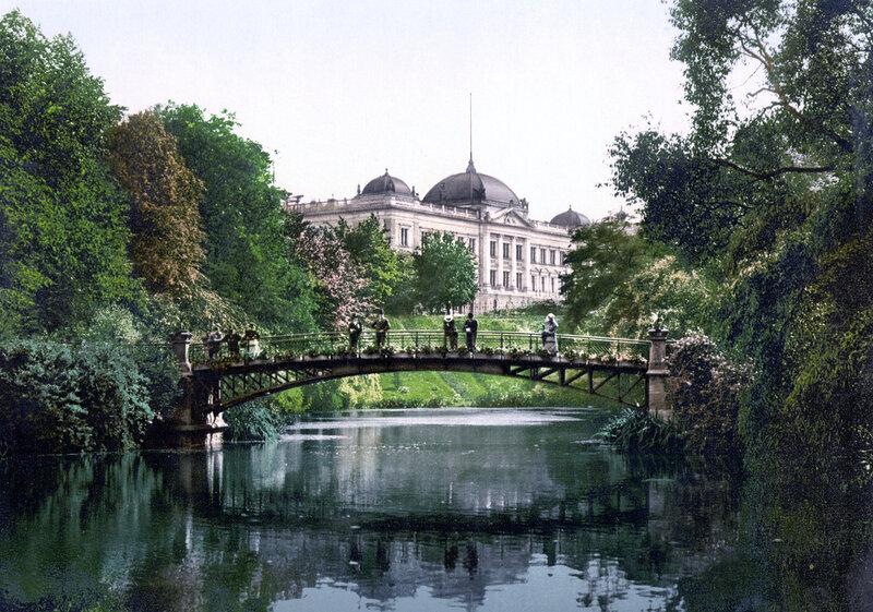 Ботанический сад с административным зданием