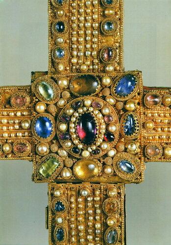Имперский крест (фрагмент: декор центральной части)