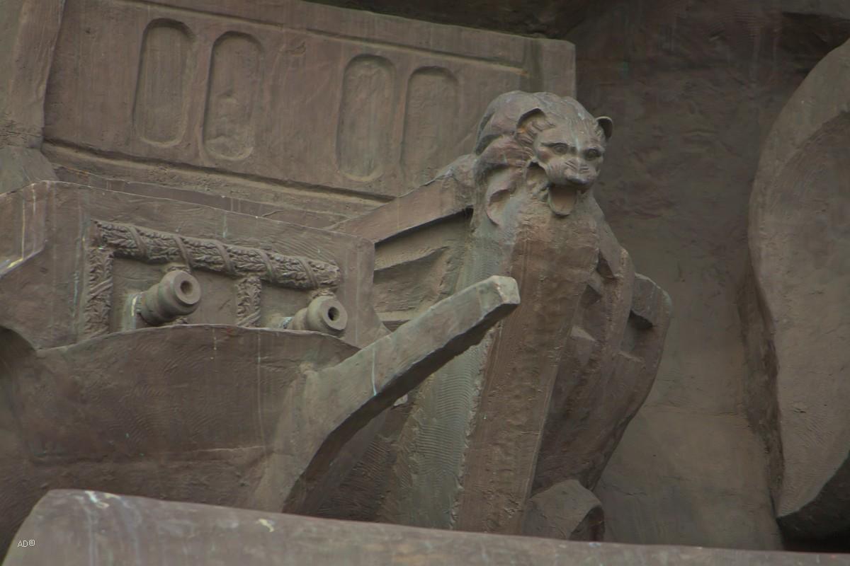 Детали памятника Петру Первому