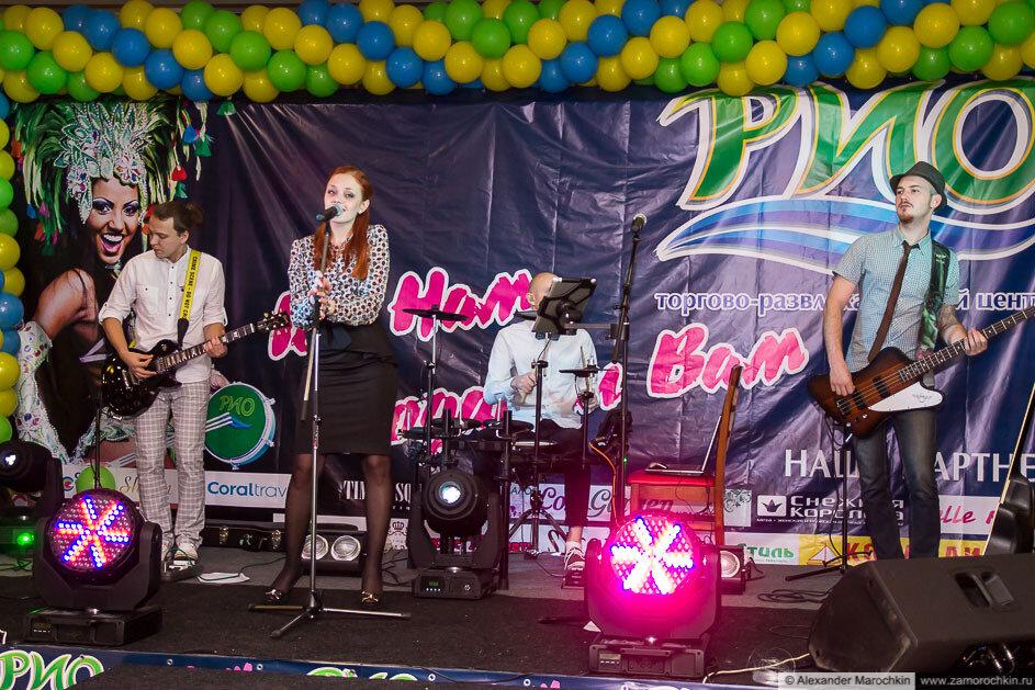 Выступление кавер-бэнда Party.fon в ТРЦ РИО