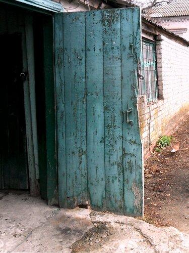 Скрипнула дверь
