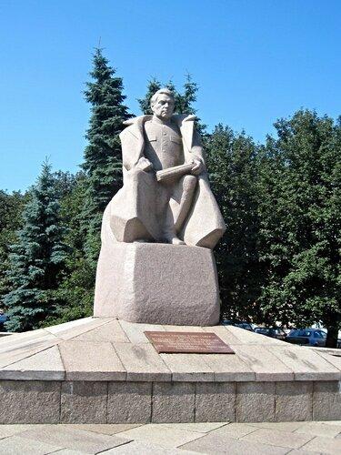 Площадь Маршала Василевского...2