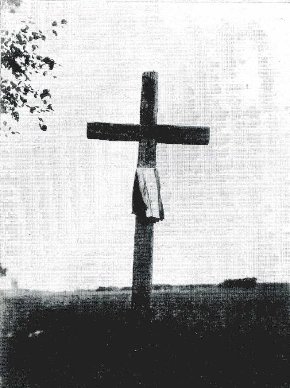 Придорожный крест с «хусткой» на Тишовой дороге. «Хустка» - ритуальная ткань.  1903 г., Могилевская губ