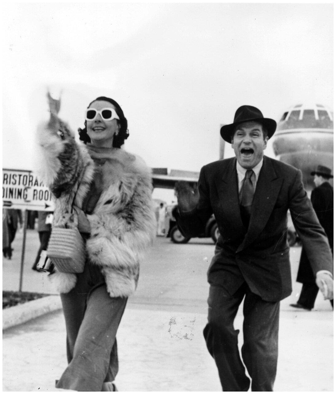 1953. Сэр Лоуренс Оливье и его жена Вивьен Ли прибыли в аэропорт Рима