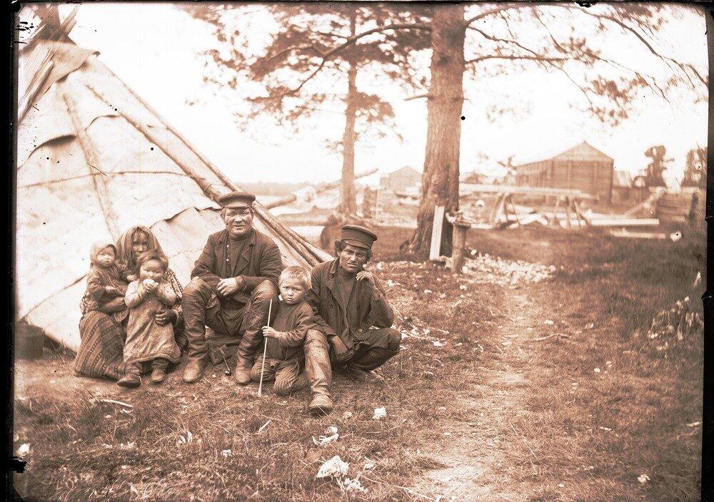 1912. Село Ларьяк.  Местные остяки