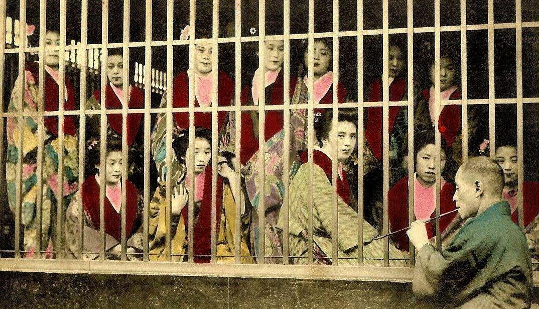 1890-1900. Клетка с проститутками