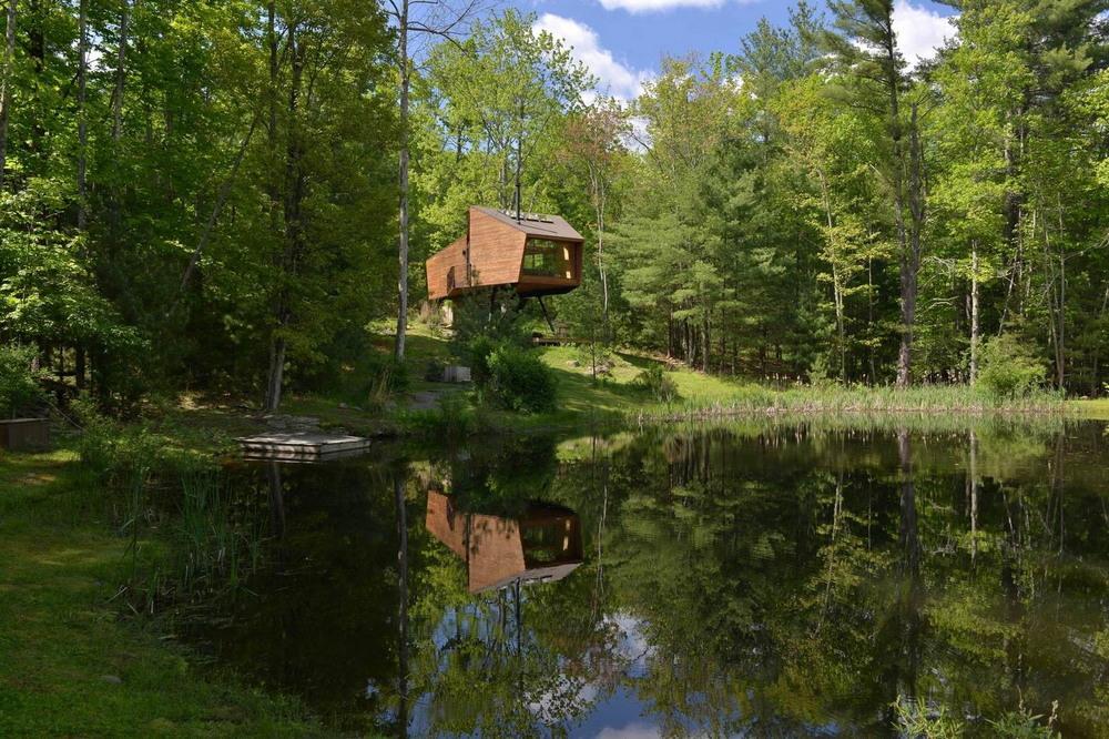 Резиденция на берегу лесного озера в США