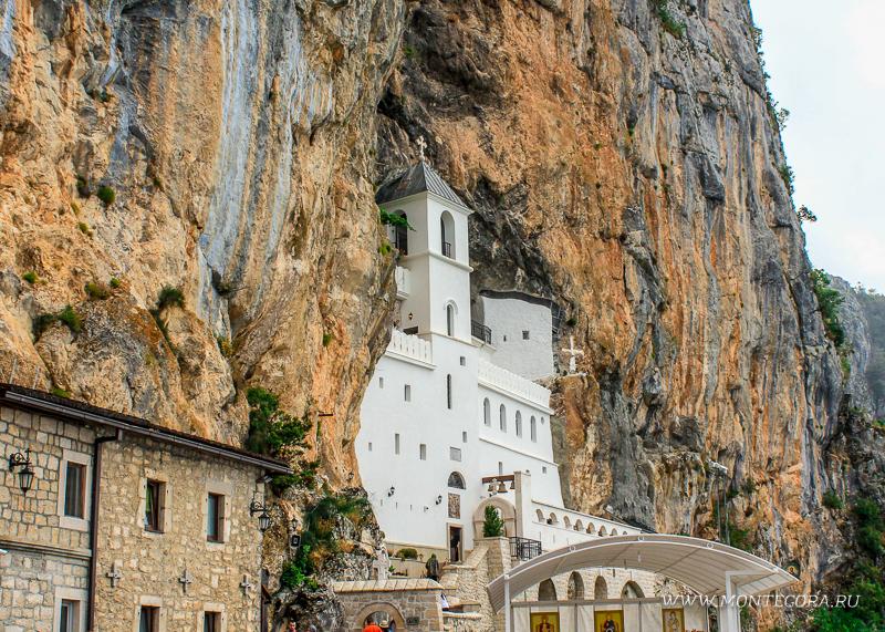 Монастырь Острог - одна из главных достопримечательностей Черногории