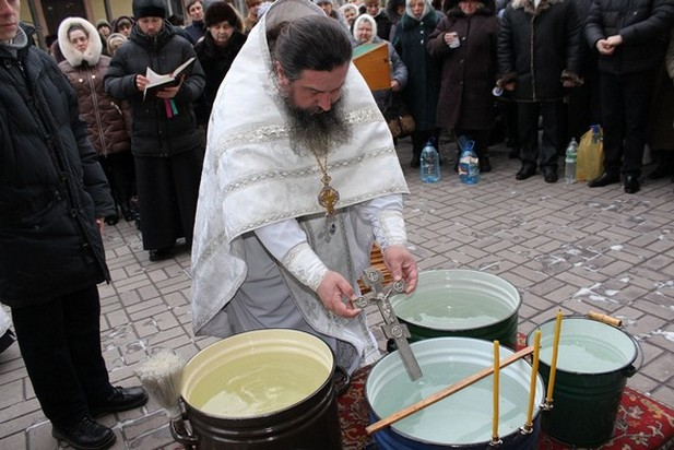 Праздник Крещения Господня в кафедральном свято-Николаевском соборе г. Алчевска 2014 г.