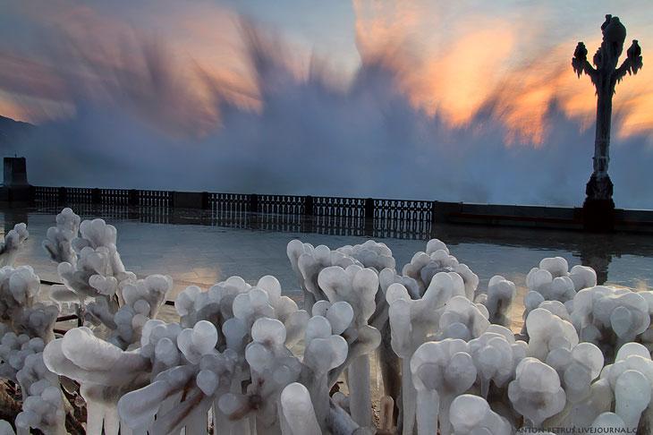 Сосули на набережной в Ялте (21 фото)