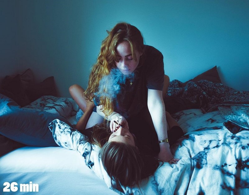 «Мы знакомы уже 10 минут»: девушка изображает любовь и серьезные отношения с незнакомцами из Tinder