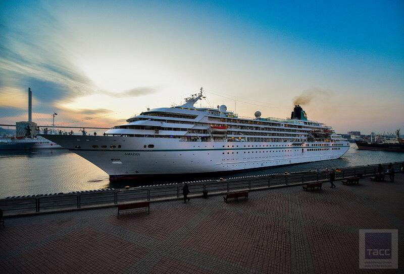 Круизный сезон открылся во Владивостоке заходом лайнера Amadea