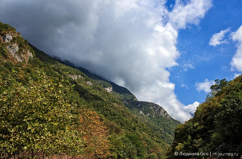небо над горами в Гагре
