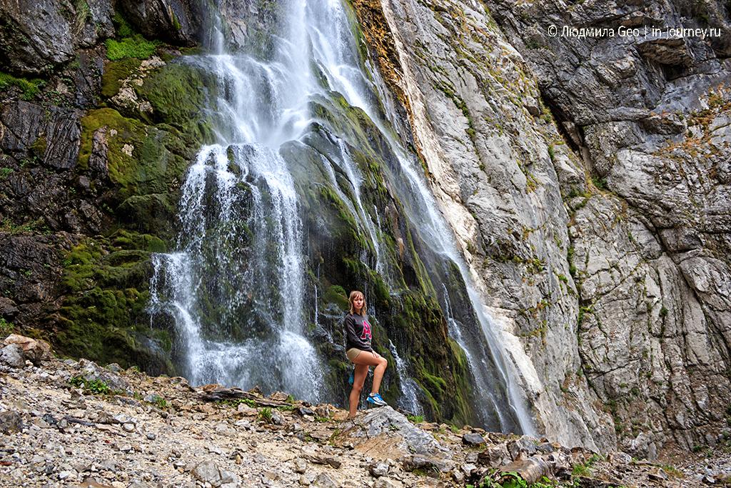 я на фоне Гегского водопада