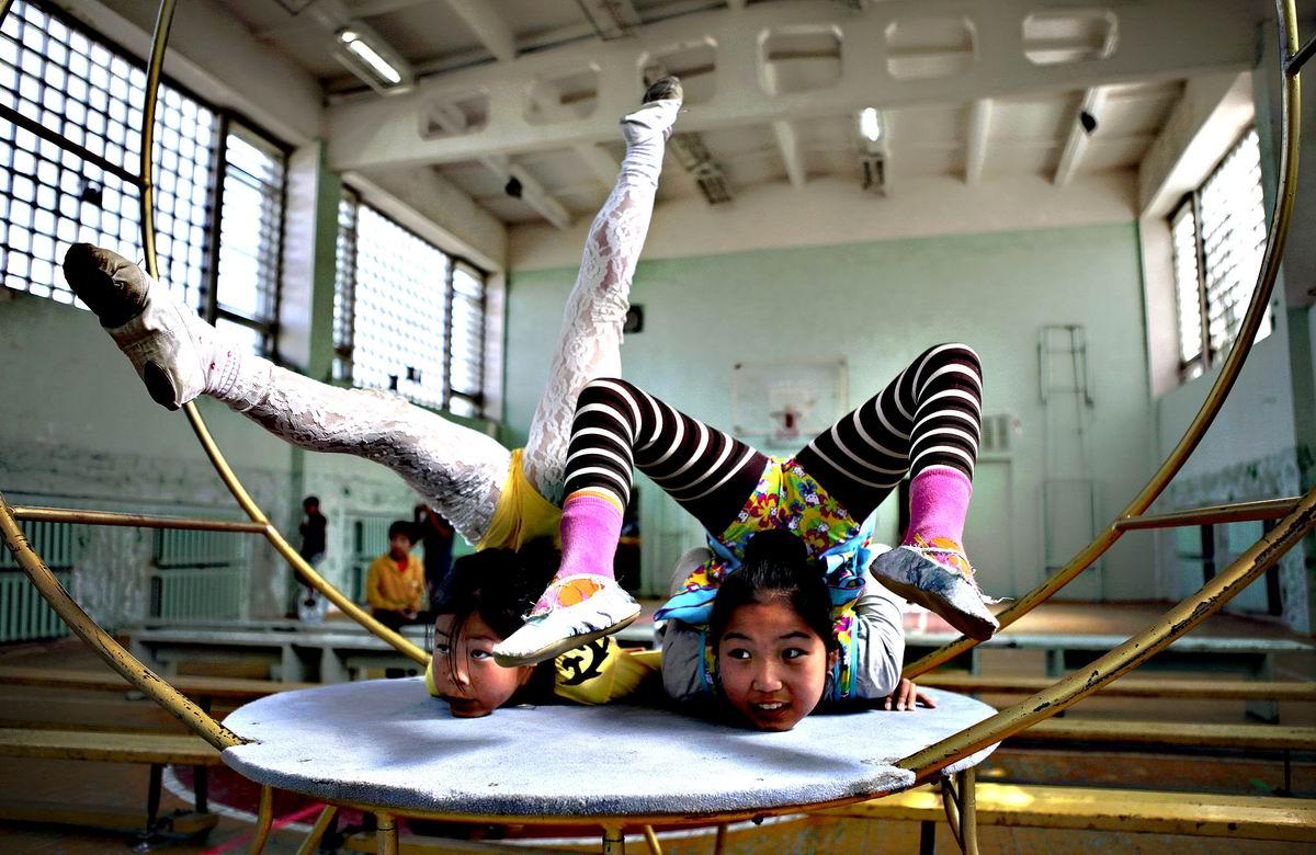 А еще мы умеем стоять на ушах: Юные монгольские акробатки
