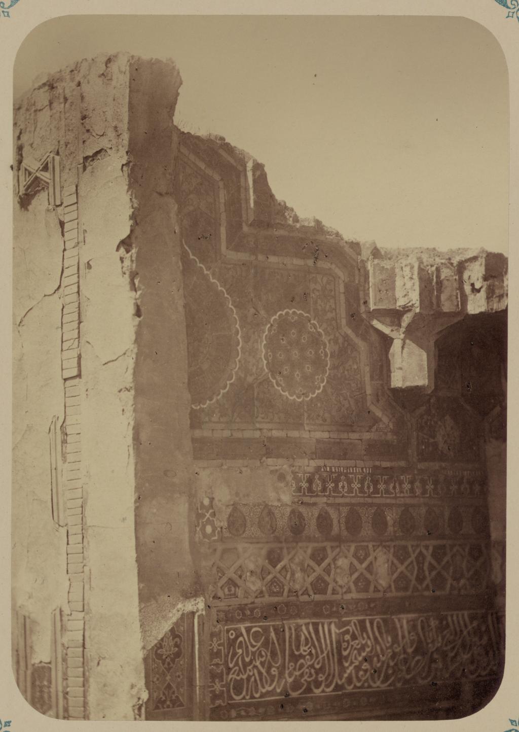 Мавзолей эмира Ассада. Изображение сохранившейся верхней части входной ниши