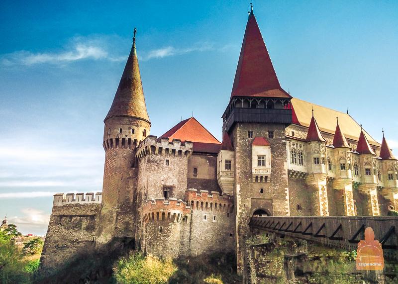 Замок династии Корвинов находится в румынском городе Хунедоара