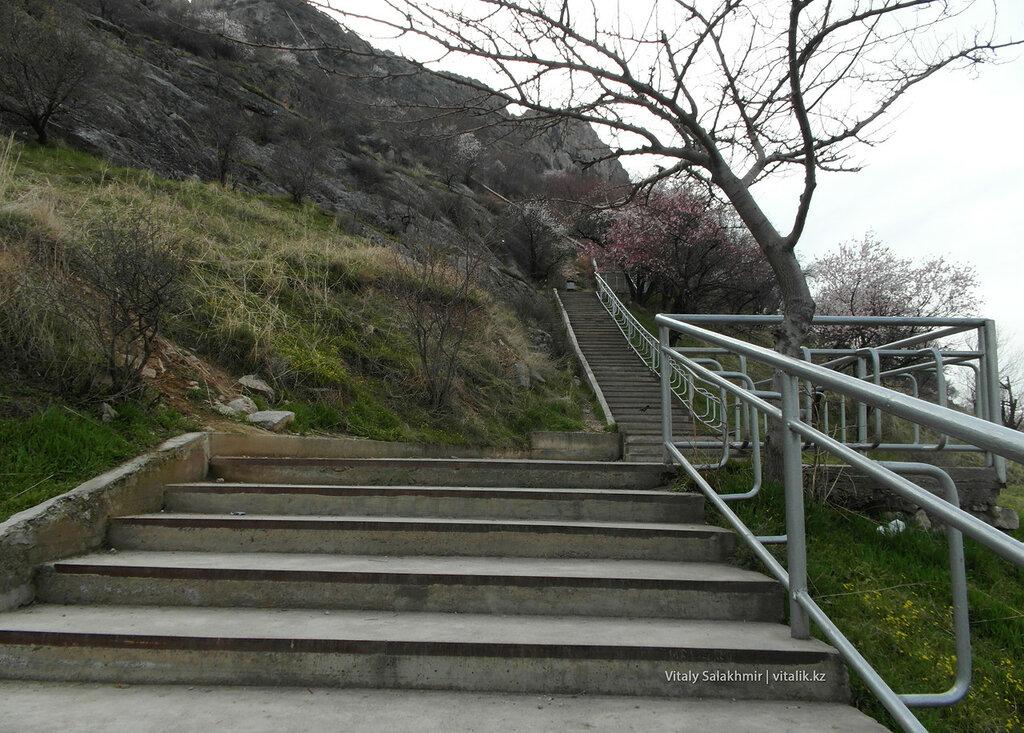 Лестница на Сулайман-Тоо