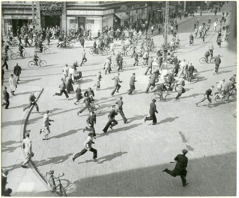 1943. Люди бегут. Центральный вокзал
