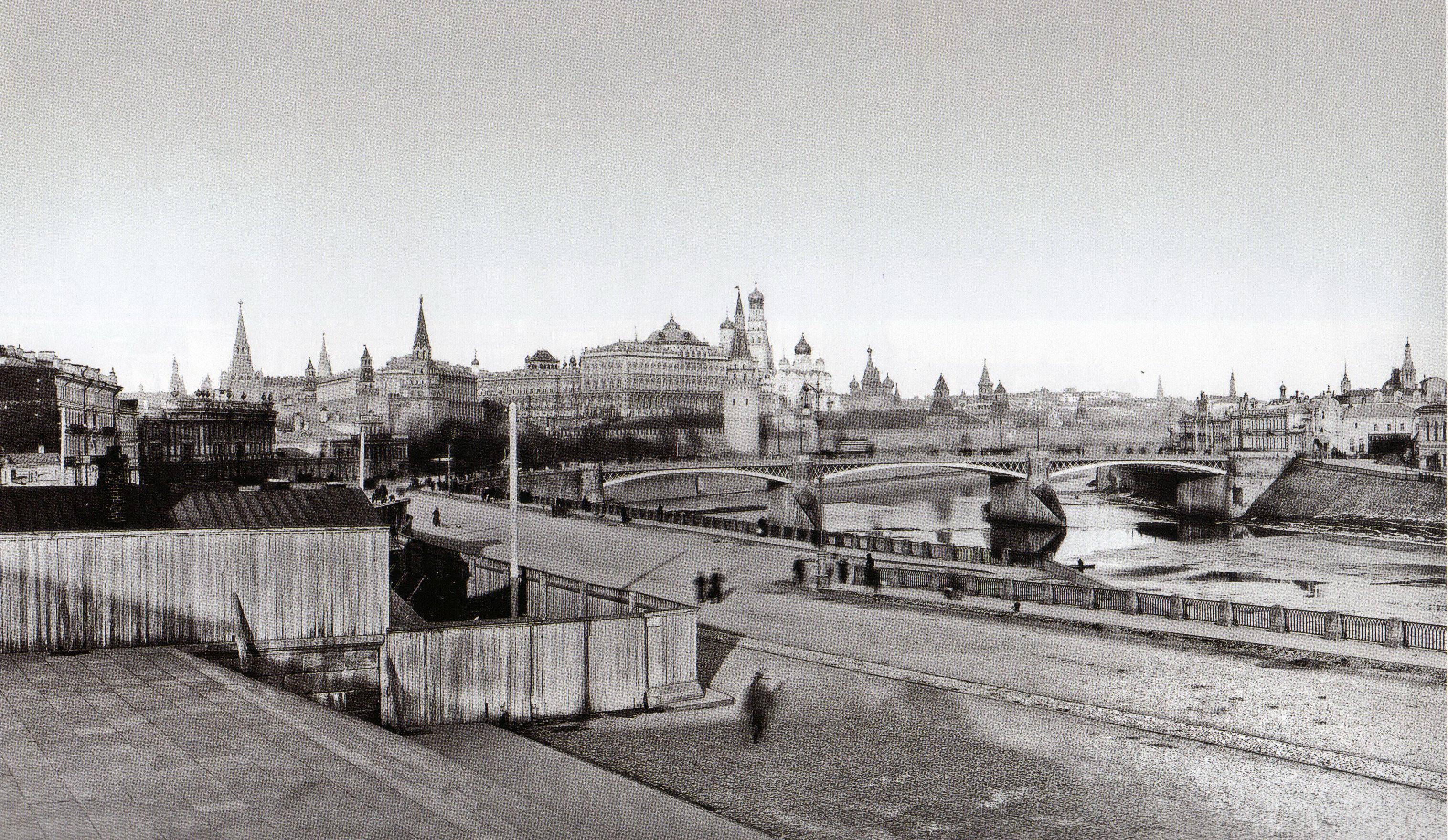 Вид Кремля со ступеней Храма Хрисиа Спасителя. 1900-е