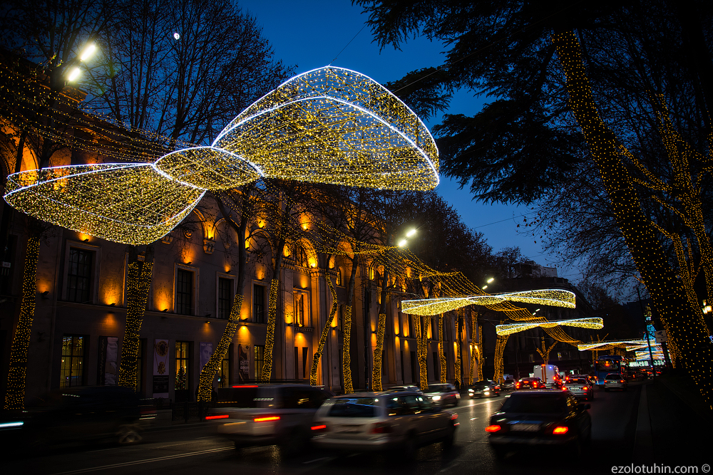 Новогодний Тбилиси Грузии, новогодние, Руставели, несколько, улице, персонажейа, лучших, Тбилиси, центре, ярмарок, новогодних, обходится, гораздо, национальных, больше, таких, большое, стране, влияние, западное