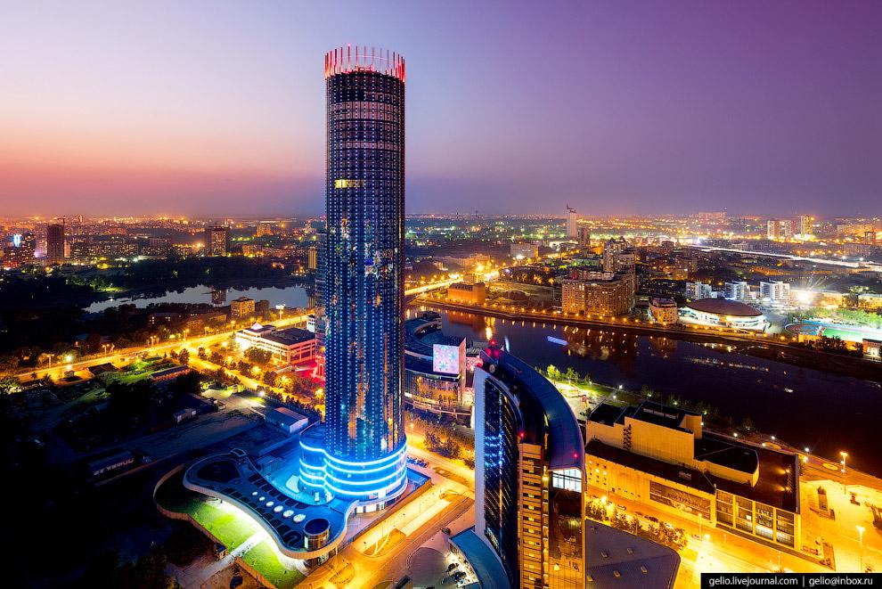 84. «Плотинка» и бизнес-центр «Высоцкий».