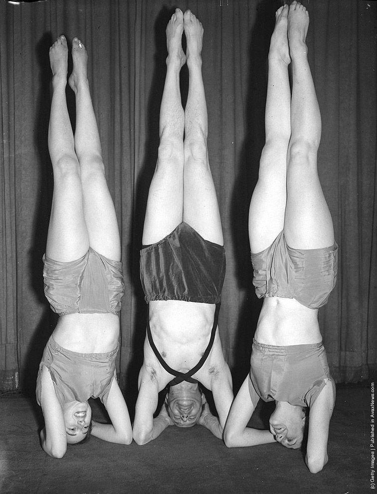 7. Неотъемлемый элемент йоги — стойка на голове.