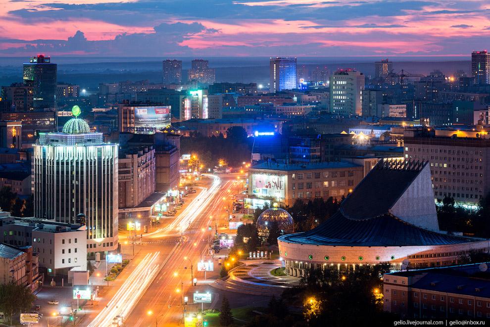 40. Октябрьская магистраль переходит в улицу Кирова.