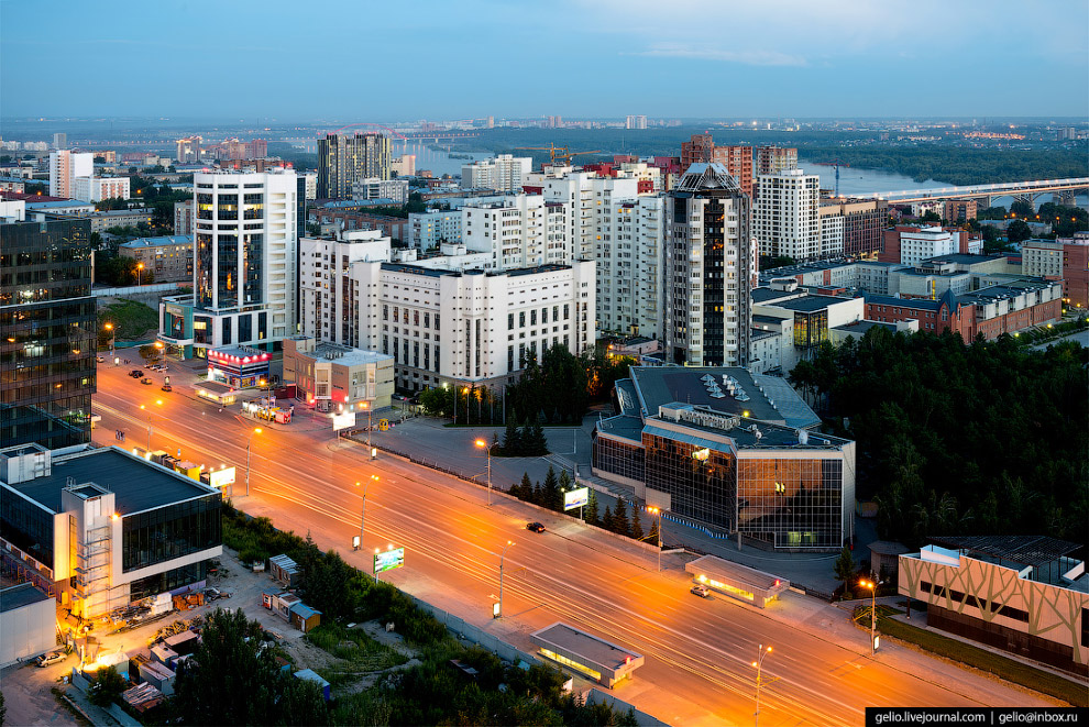 44. Улица Ленина в центре Новосибирска. Летом и в начале осени 2017 года городские власти по выходны