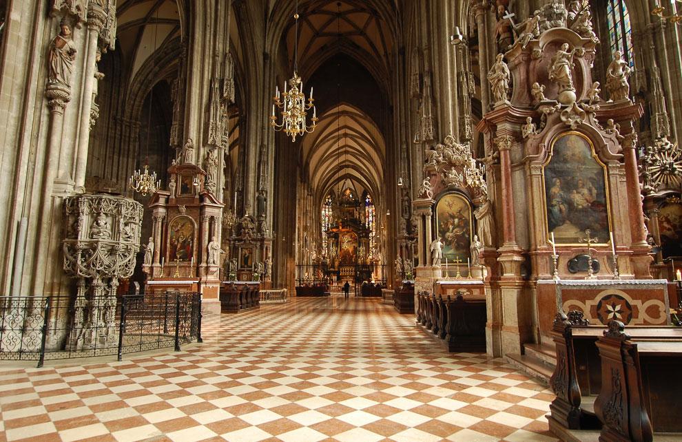 Внутри его склепов нашли свой последний приют 72 члена монаршего семейства Габсбургов и выдающиеся и