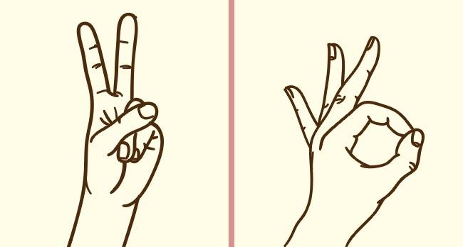 Сложите пальцы правой руки так, чтобы они показывали знак