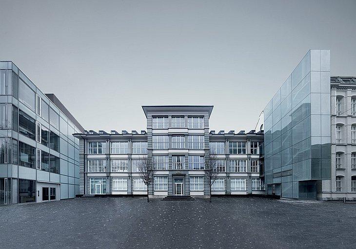 А это — музей компании, история которой насчитывает более 140 лет. Тут собраны все ключевые модели и