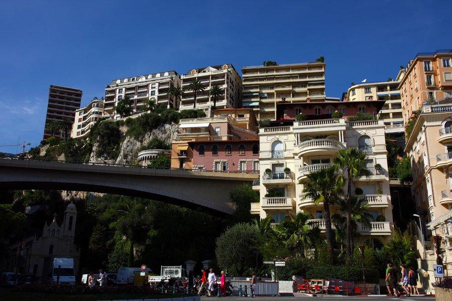 В отличие от остальных городов, где мы были, Монако легко совмещает в себе настоящий курорт и полноц