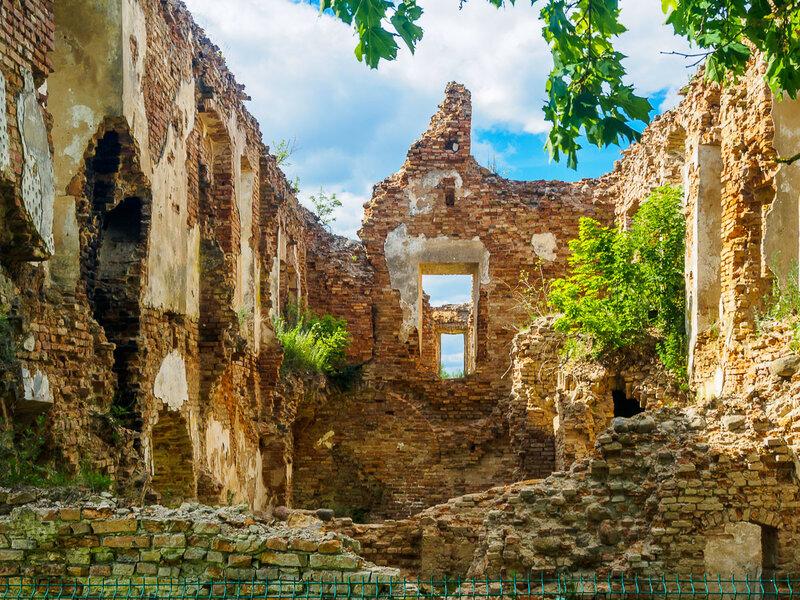 Построен во второй половине XVII века как резиденция князя Павла Стефана Сапеги.