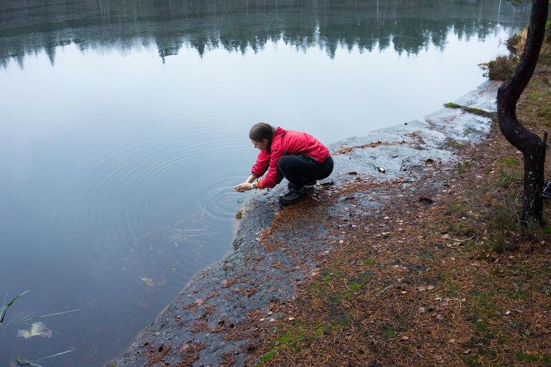 умываюсь в озере
