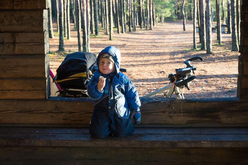 ребенок в велопоходе по финляндии в ноябре