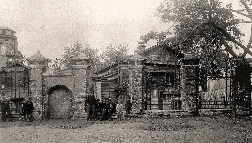 28709 Ограда церкви Никиты, что за Яузой 1930-е.jpg