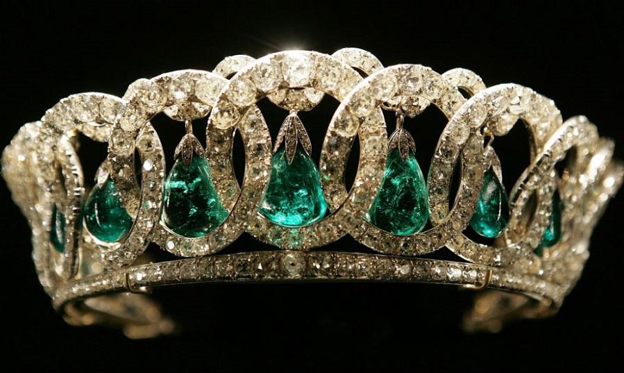 Grand Duchess Vladimir tiara owned by Queen Elizabeth II.jpg
