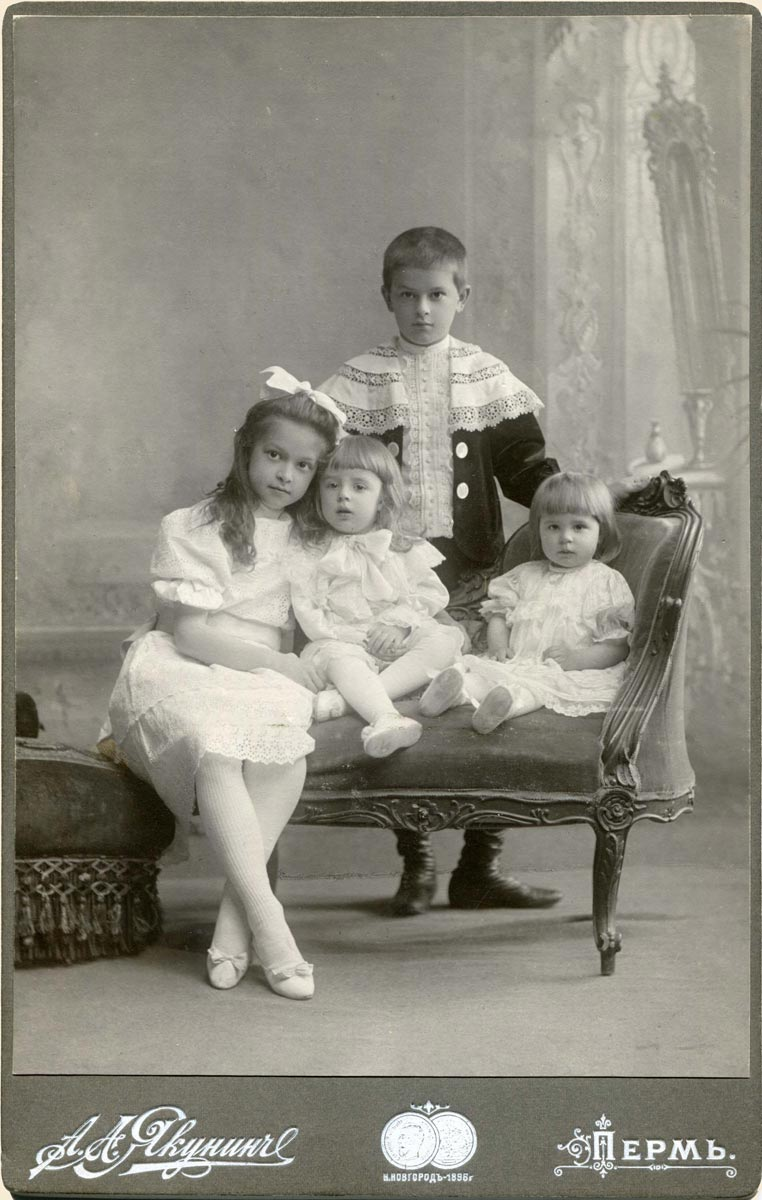 Владимир, Людмила, Герман и Ирина Грибушины