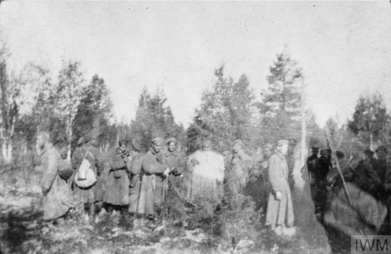 Группа из 64 захваченных большевиков