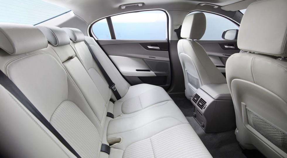 На фото: стандартный Jaguar XE  Напомним, в Китае, где длиннобазные авто пользуютсястабильным спр