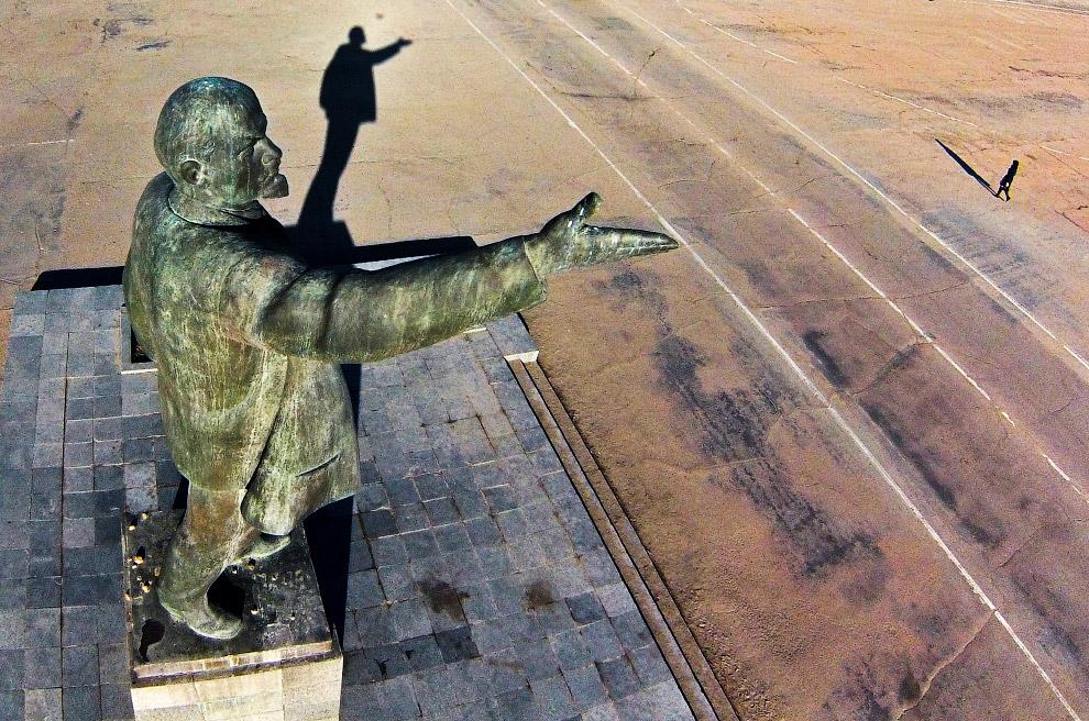 33. Ленин в Дебальцево, Украина (2015 год). (Фото Evgeniy Maloletka):