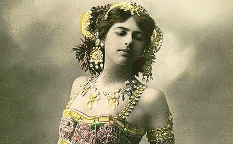 Очевидцы утверждали, что женщина обладала уникальной способностью с помощью танца вводить мужчин в с