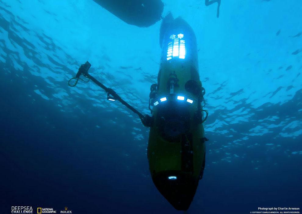Это настоящая вертикальная торпеда, которая скользит сквозь огромную толщу воды на большой скорости: